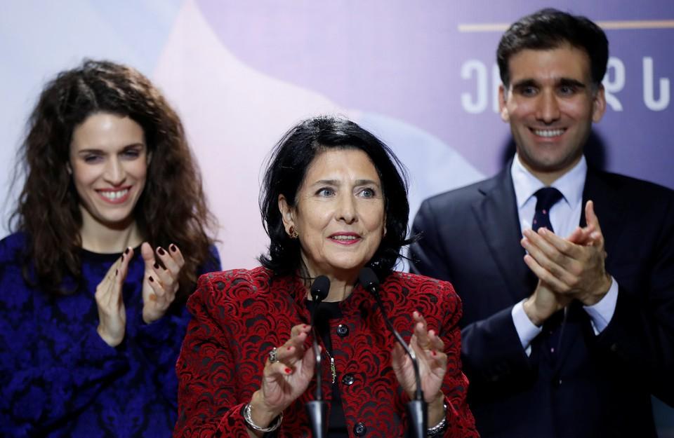 Саломе Зурабишвили (посередине)