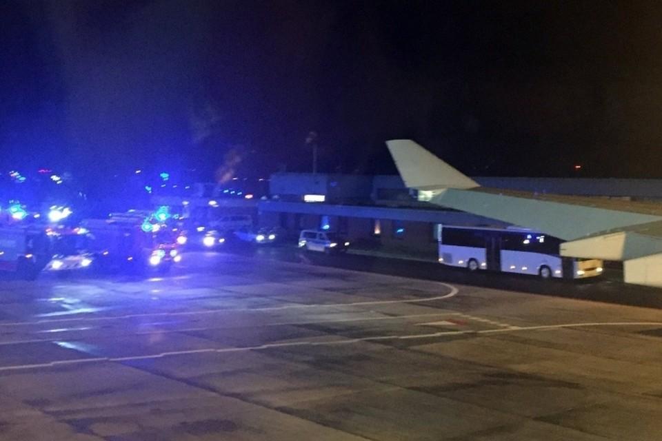 В аэропорту Кельна борт уже ждали пожарные машины