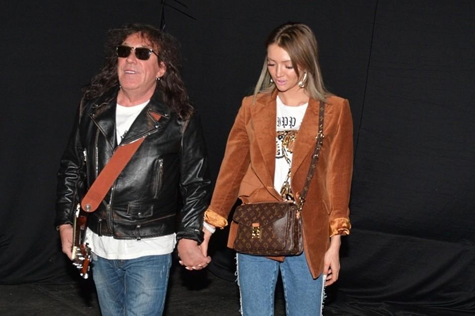 Минувшим летом артист признался журналистам, что развелся со своей молодой женой