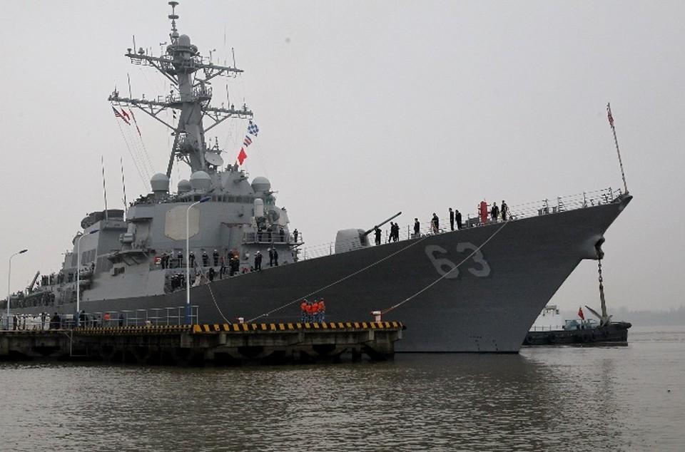 Эсминец ВМС США прошел вблизи залива Петра Великого, расположенного у берегов России