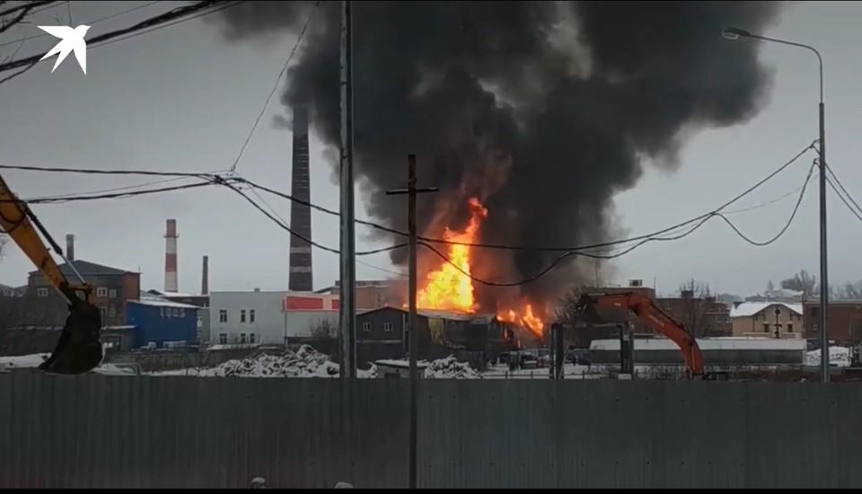 Пожар в Щелково едва не погубил одного человека Фото: кадр из видео