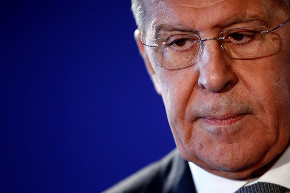 Министр иностранных дел в течение полутора часов будет отвечать на вопрос корреспондентов и читателей «КП»
