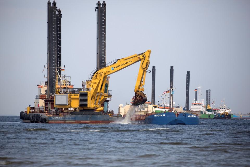 """Судно Pioneering Spirit приступило к укладке газопровода """"Северный поток-2"""""""