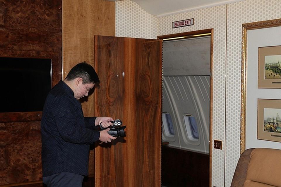 Арслан Каипкулов отправился на экскурсию по президентскому Ил-96. Фото: kremlin.ru