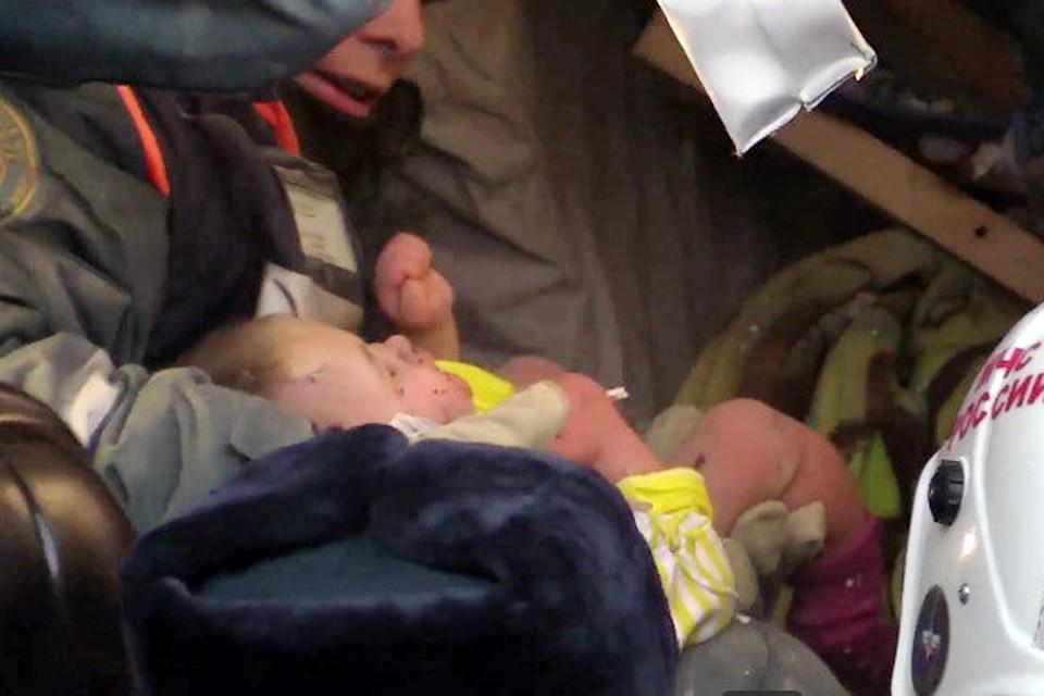 Из-под завалов взорвавшегося дома в Магнитогорске достали десятимесячного мальчика Ваню