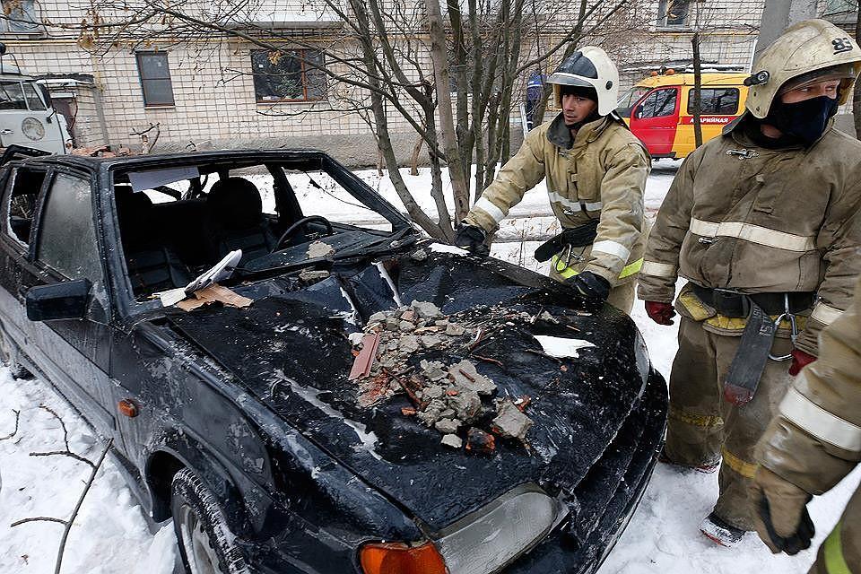 Жильцы взорвавшейся многоэтажки в Шахтах говорят, что грелись газом. Было очень холодно