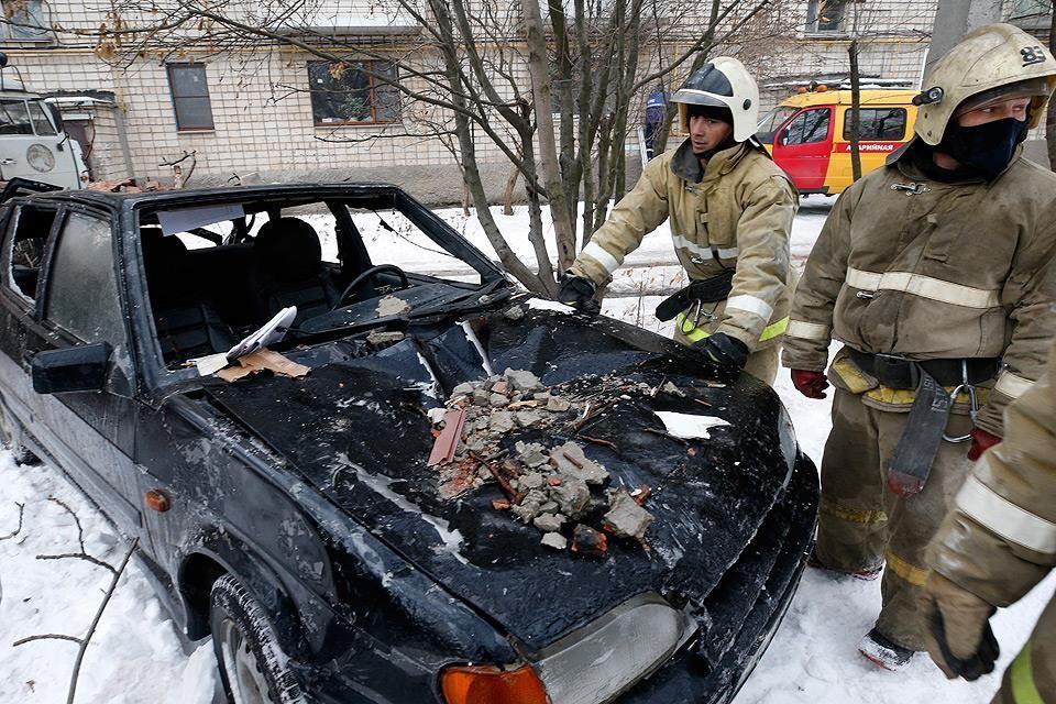 Взрывом задело соседние машины. ФОТО: Валерий Матыцин, ТАСС