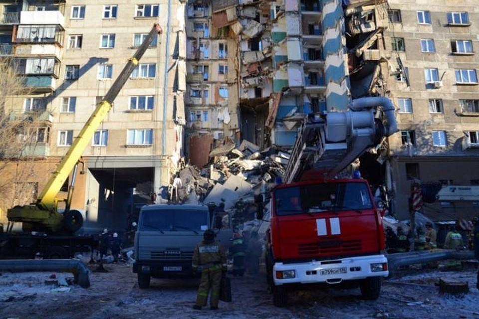 Трагедия произошла 31 декабря прошлого года: в тот день рано утром обрушился один из подъездов десятиэтажного жилого дома в Магнитогорске