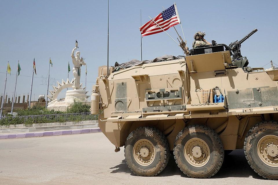 Американская бронетехника в городе Амуда на севере Сирии.