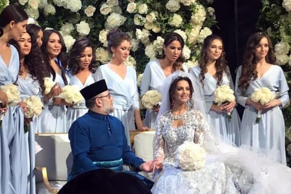 Свадьба короля Малайзии Султана Мухаммеда V и Оксаны Воеводиной, обладательницы титула «Мисс Москва – 2015», прошла 22 ноября.