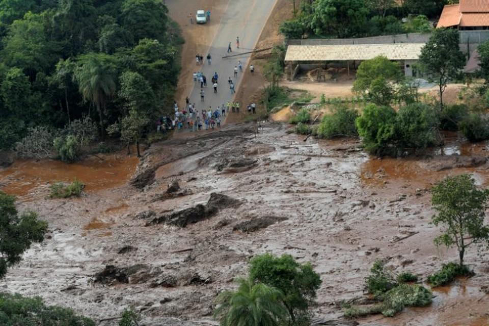 Потоки грязи разрушили жилые дома и административные здания