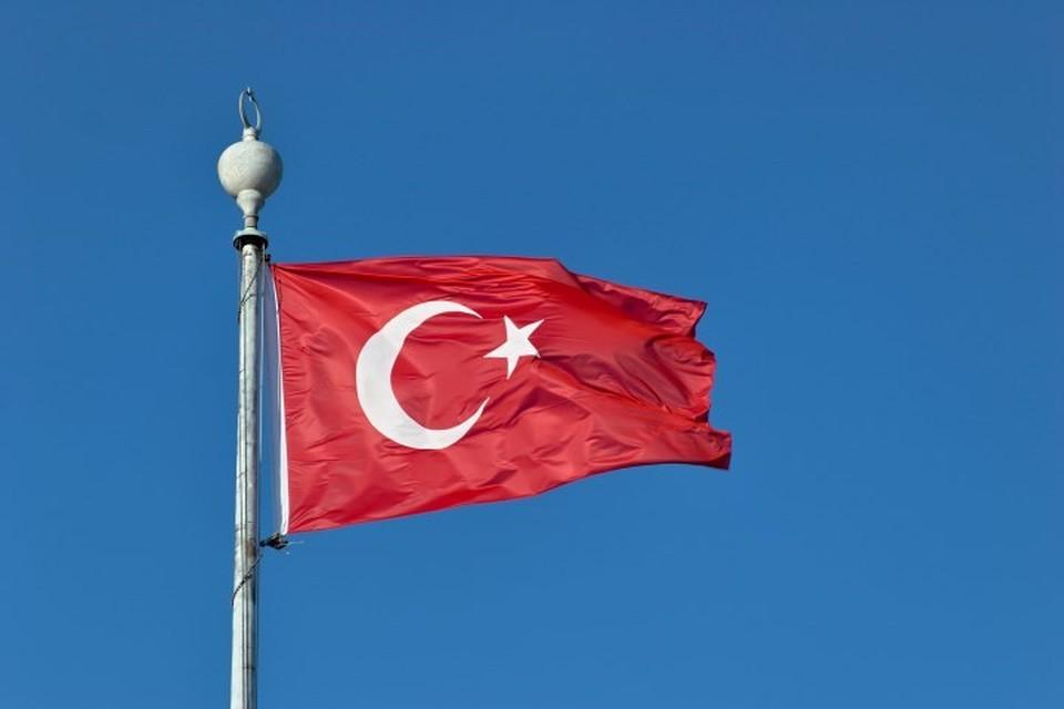Восемь человек пострадали при пожаре на танкере в турецком Стамбуле