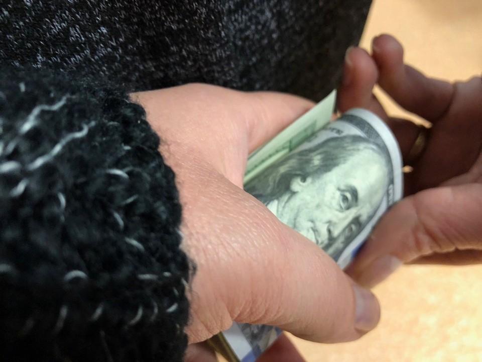 В получении взяток подозреваются замдиректора и три преподавателя ССУЗа в Пинске