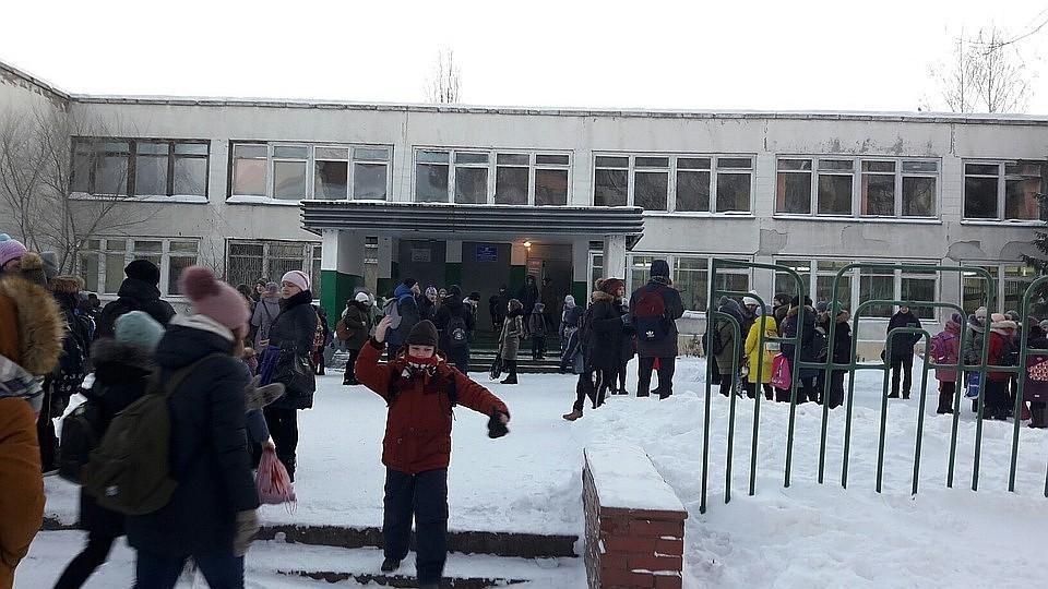 785be055a14c В Чебоксарах из десятка школ срочно эвакуировали всех детей