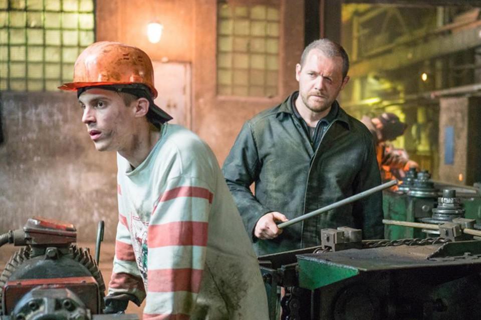 Есть свой «дурак» и в новом остросюжетном фильме Быкова - принципиальный рабочий завода железобетонных изделий по кличке Седой