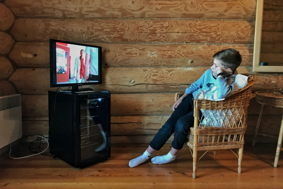 """Если телевизор показывает букву """"А"""" у значка телеканала, значит, надо купить приставку."""