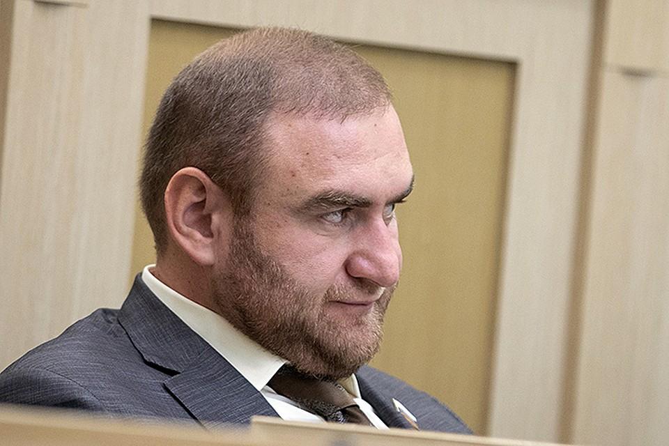 Самого жизнерадостного человека в РФ довели: Арашуков перестал улыбаться