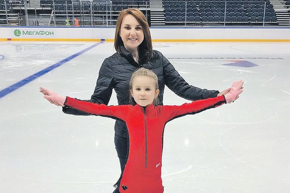 Ирина Слуцкая с дочкой Варварой отлично смотрятся на льду. Фото: instagram.com