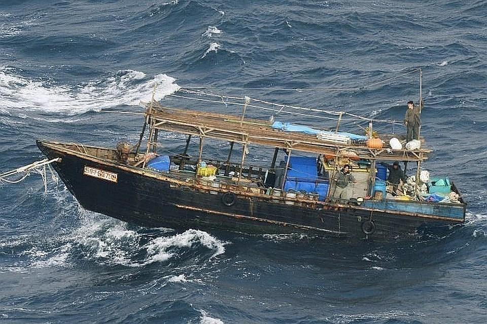 К берегам Японии прибило лодку с мертвыми гражданами КНДР
