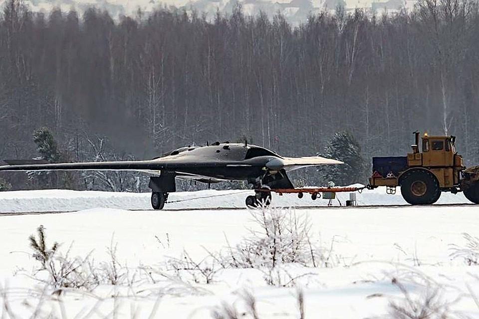 Судя по фото, БПЛА сделан по схеме «летающее крыло» с использованием технологий малозаметности