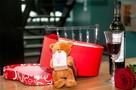На День святого Валентина мужчины будут дарить подарки своей собаке, а на женах экономить