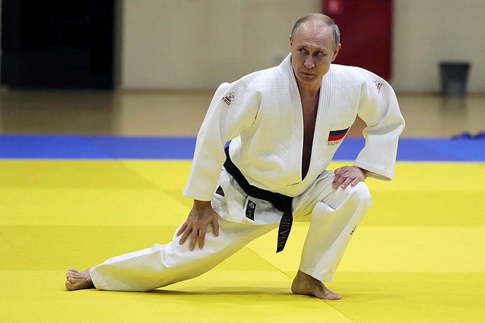 Переодевшись в кимоно президент сам вышел на татами