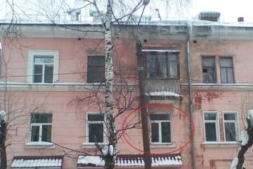 В Кирове трехлетняя девочка умерла в закрытой на несколько дней квартире
