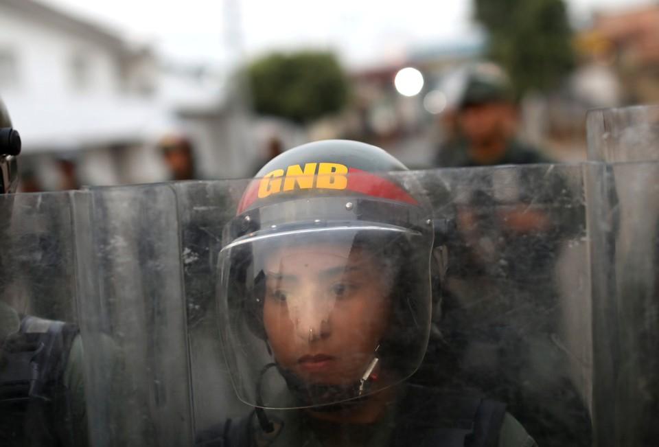 Венесуэла развернула свои войска на границе с Колумбией