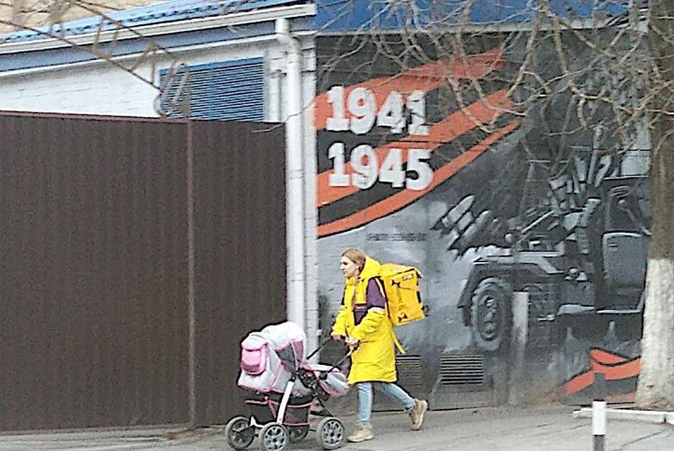 d3147d29a780 В Ростове-на-Дону молодая мать устроилась на работу курьером по доставке  еды.