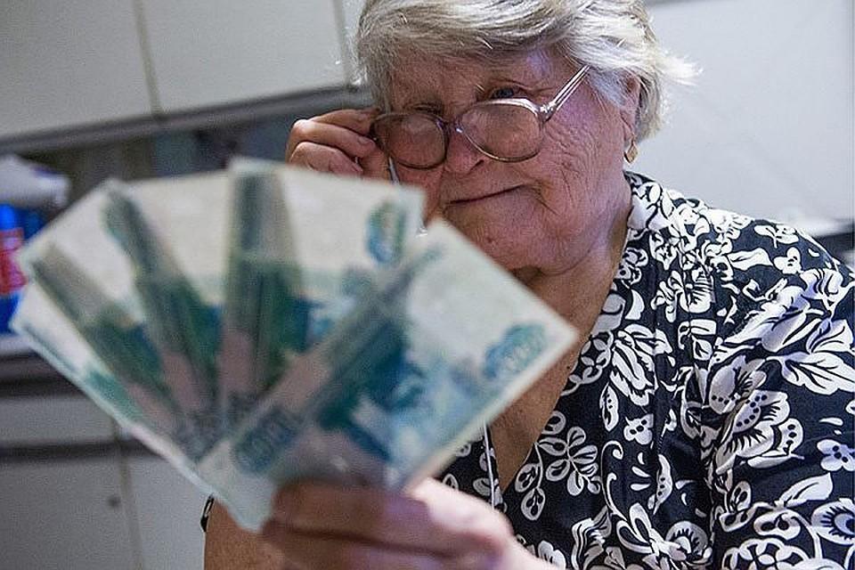 С января пенсии у всех неработающих пенсионеров должны были вырасти на 7,05%. Фото: Кирилл Кухмарь/ТАСС