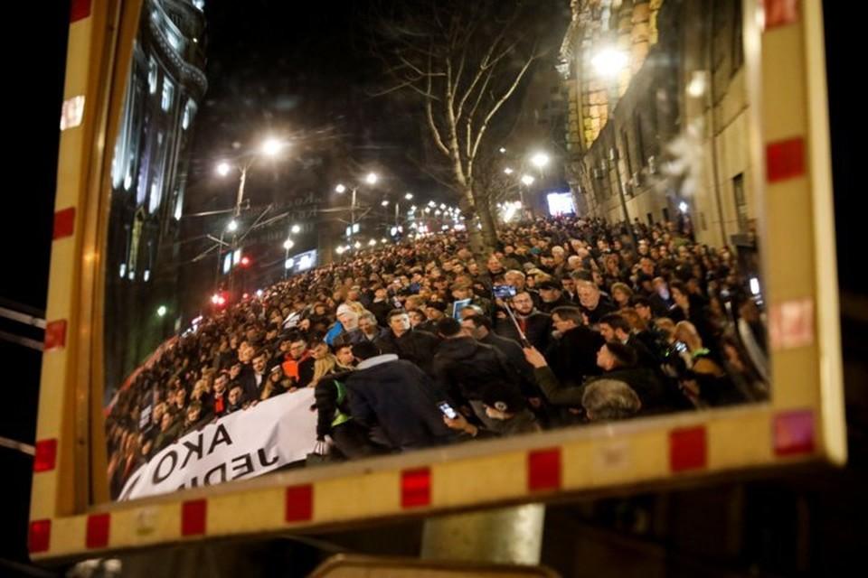Во время субботнего антиправительственного шествия часть манифестантов ворвалась в здание национального ТВ Сербии