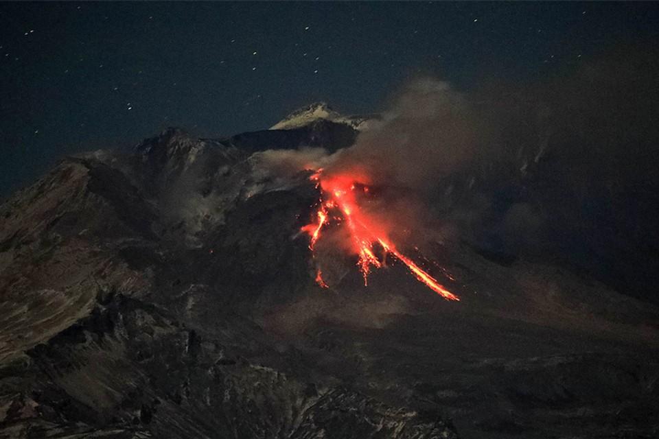 На Камчатке произошло извержение сразу двух вулканов