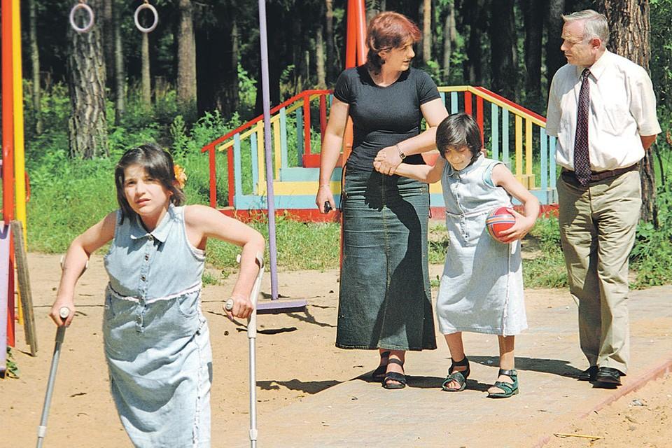 Девочек разделили в 2003 году. Операцию провели российские медики в Центральной детской клинической больнице имени Филатова в Москве. Фото: Борис КАВАШКИН/TASS