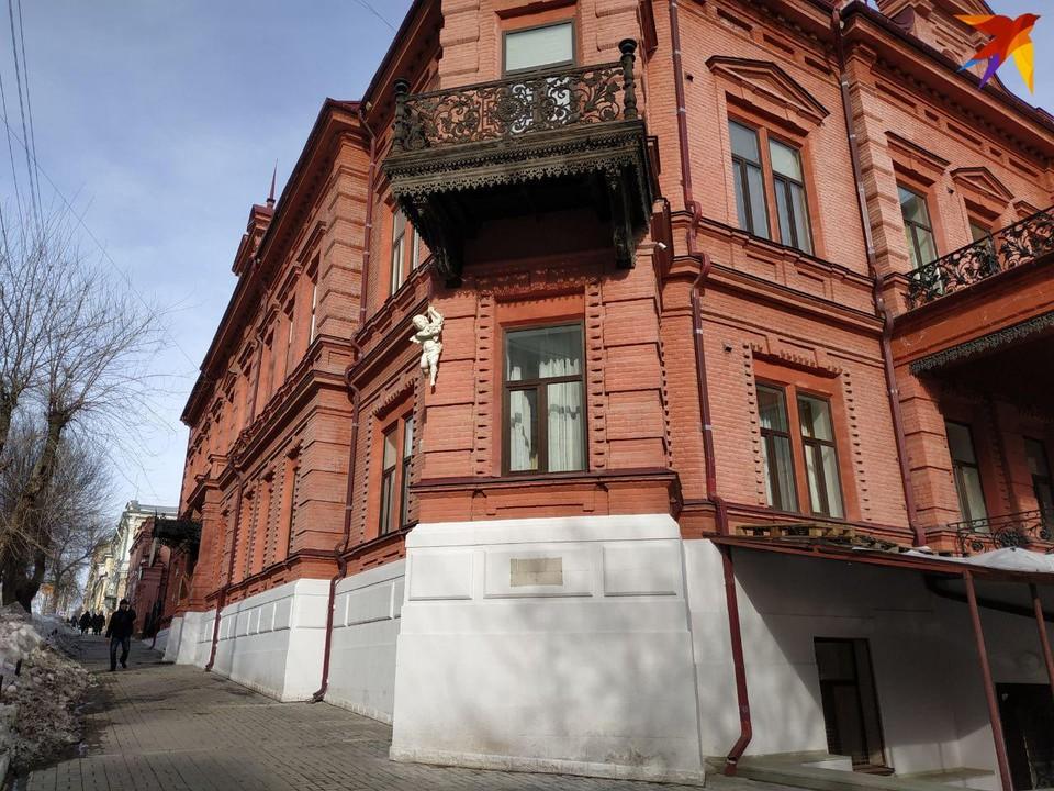 Историческое здание выглядит красиво. Поэтому размещение там колледжа искусств выглядит решением логичным. А вот цена - не очень.