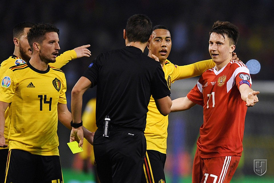 Бесплатные темы с испанскими футболистами для сотовых телефонов