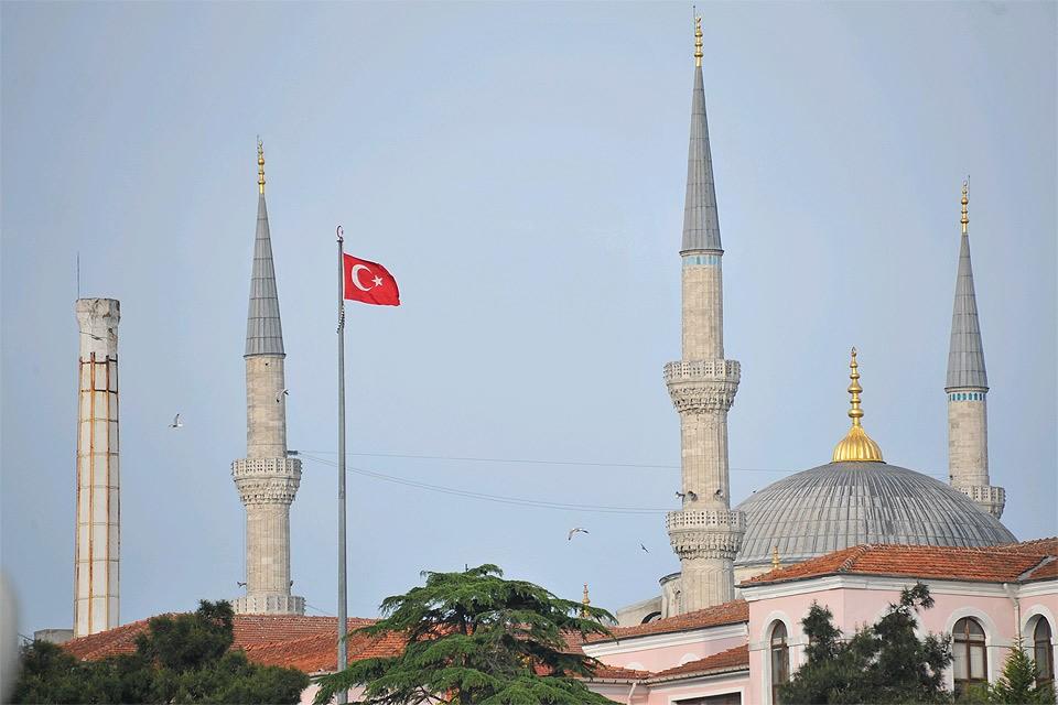 Турция хочет принимать россиян не только без виз, но даже без загранпаспортов