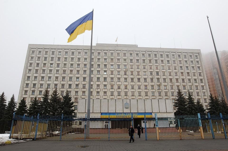 Как сообщили в генпрокуратуре Украины подозреваемые на протяжении 2010 - 2012 годов злоупотребляли служебным