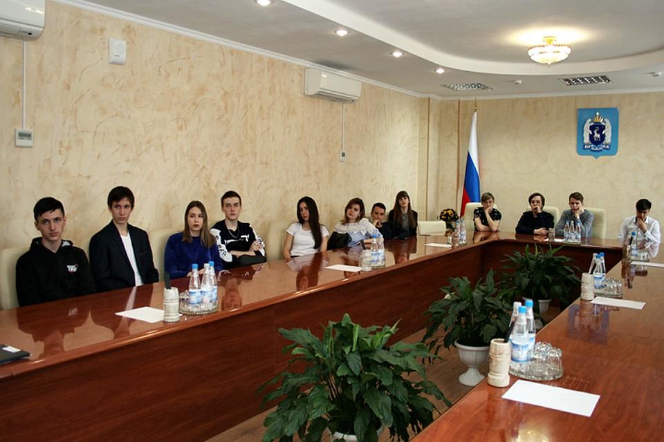 День на службе: студенты встретились с членами Избиркома ЯНАО