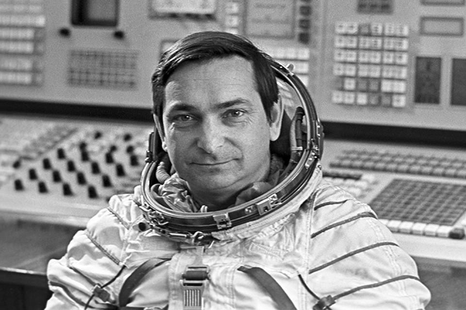 Всего Валерий Быковский провел на орбите Земли 20 суток 17 часов 47 минут