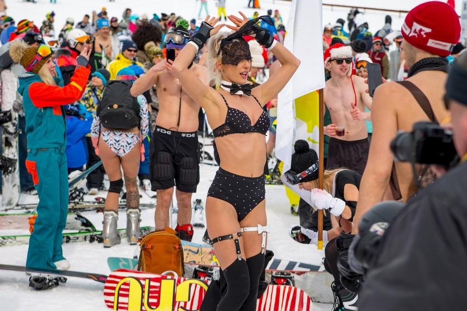 """Флешмоб """"Голый спуск"""" собирает сотни участников. Фото с сайта парка отдыха """"Хвалынь"""""""