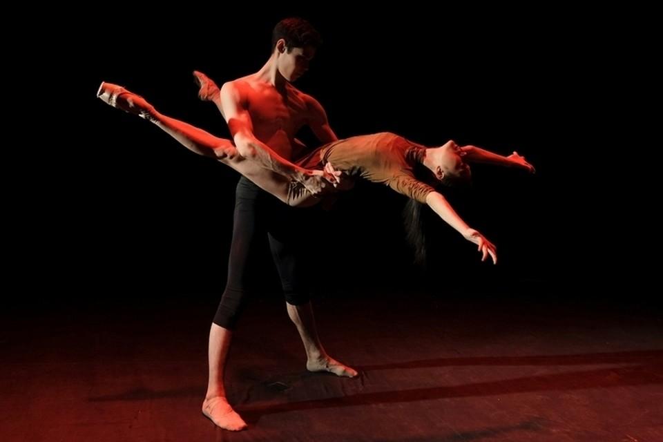 Айрат Масегутов и японская танцовщица Макико Миясё станцевали на премьерном показе главные партии. Фото: Андрей КОРОТНЕВ.