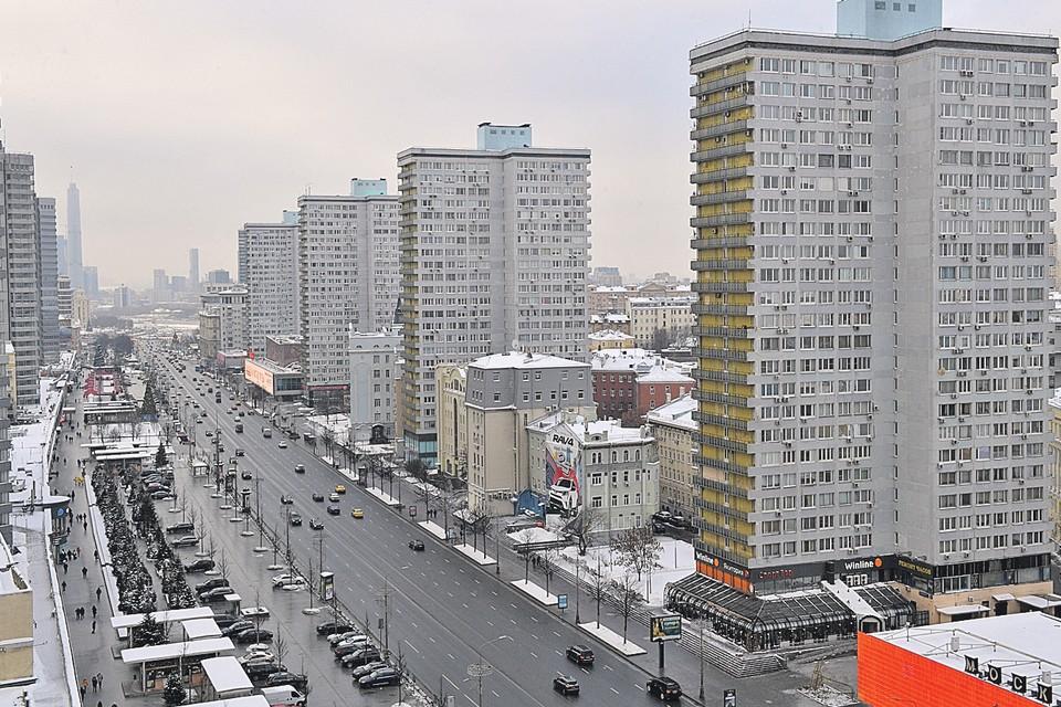 Так выглядят улицы Москвы через час после снегопада.