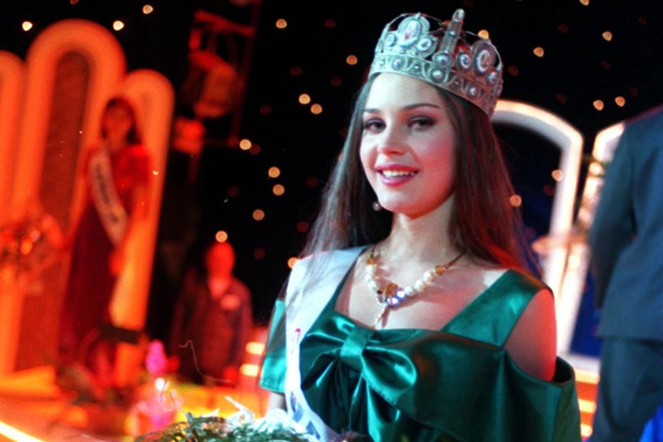Александра Петрова из Чебоксар победила на «Мисс Россия» в 1996 году. 16 сентября 2000 года она погибла от выстрела в голову в подъезде своего дома