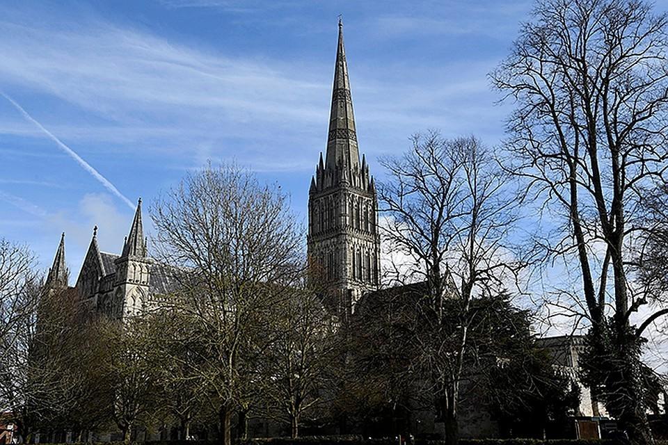 Единственная достопримечательность города - собор XIII века