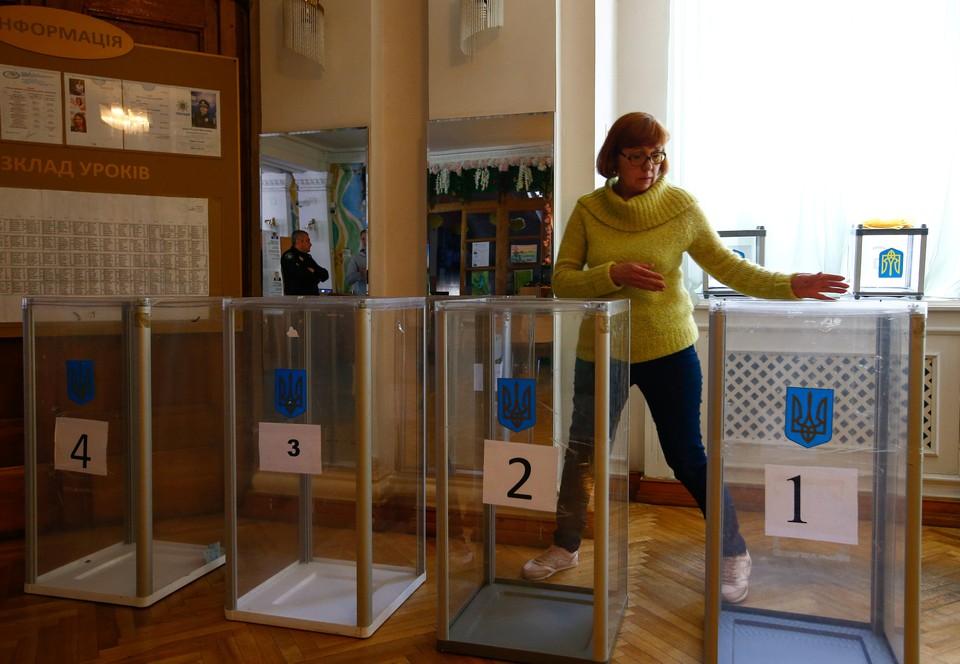 На Украине открылись избирательные участки