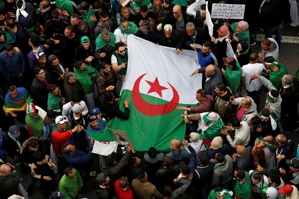 В Алжире вот уже несколько месяцев проходят масштабные протестные акции