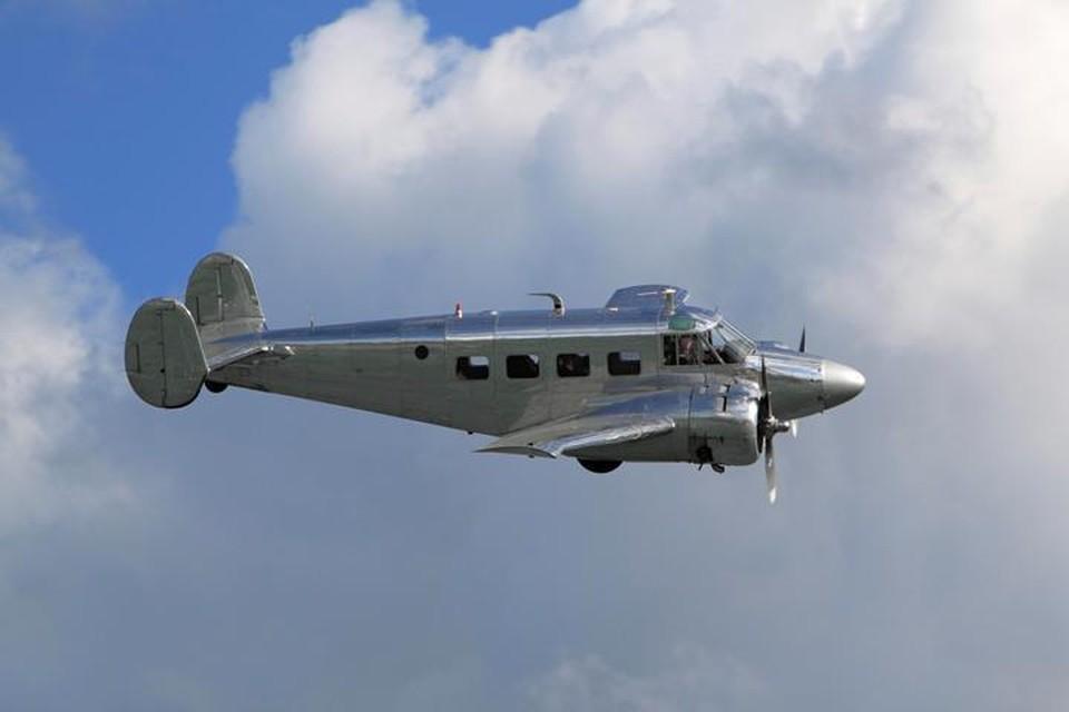 Двухмоторный самолет Beechcraft