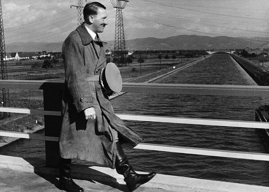 Адольф Гитлер сбежал в Аргентину.