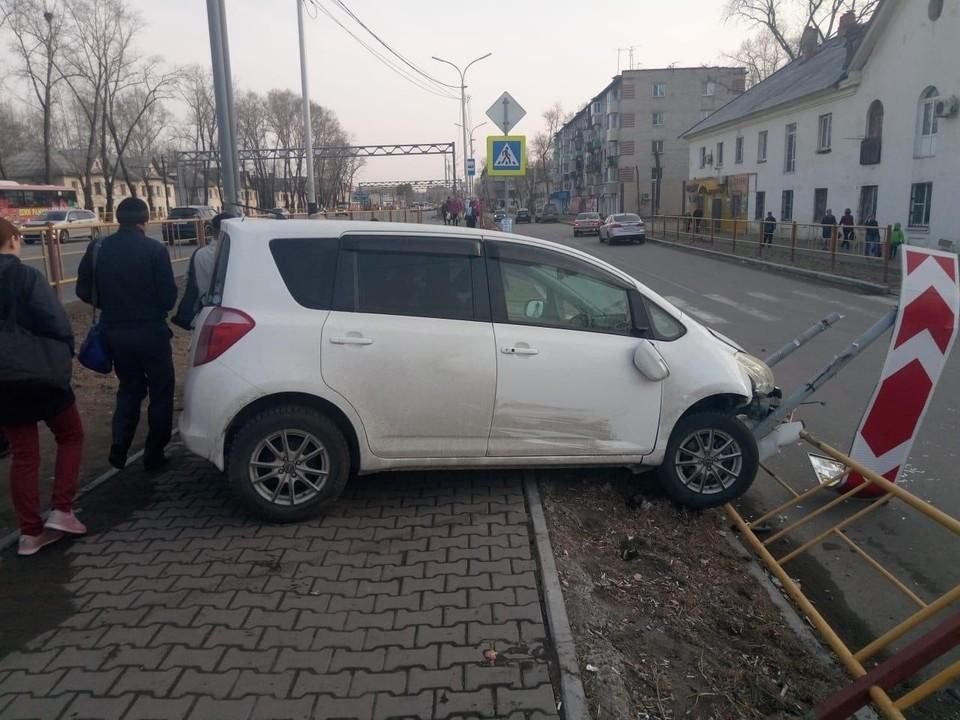 В Хабаровске неопытная автолюбительница сбила двух женщин на тротуаре