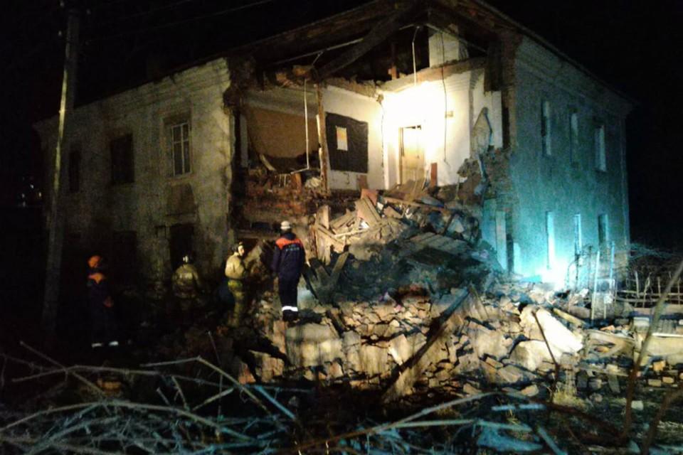 Угол двухэтажного дома рухнул в Хабаровске